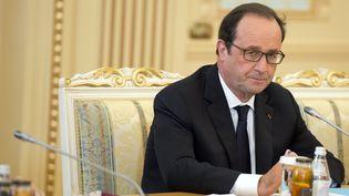 François Hollande participe à une table ronde au Kazakhstan, le 5 décembre 2014. (ALAIN JOCARD / AFP)