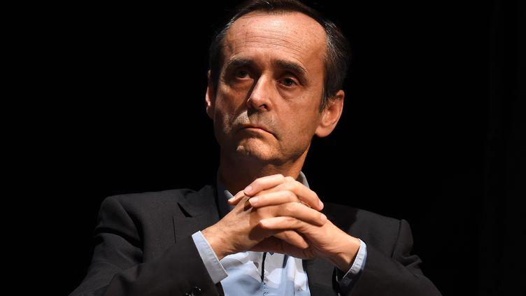 Le maire de Béziers, Robert Ménard, lors d'un meeting du vice-président du FN Louis Aliot, à Béziers, le 9 décembre 2015. (PASCAL GUYOT / AFP)