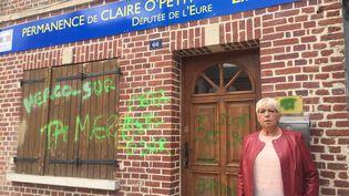 La députée Claire O'Petit, devant sa permance àÉtrépagny, jeudi 8 août 2019. (MANON CLAVERIE / RADIO FRANCE)