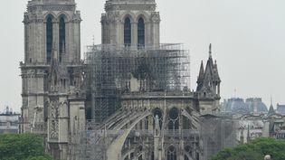 Une vue de la cathédrale Notre-Dame de Paris, le 16 avril 2019, au lendemain de l'incendie qui a sérieusement endommagé le monument. (BERTRAND GUAY / AFP)
