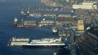 Les douanes algériennes ont saisi 701 kg de cocaïne sur un bateau venant du Brésil, le 29 mai 2018 à Oran (Algérie). (FR?D?RIC SOREAU / PHOTONONSTOP)