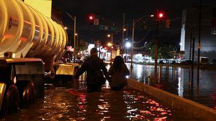 Une route inondée après le passage de l'ouragan Ida, le 2 septembre 2021 à Jersey City, dans le New Jersey (Etats-Unis). (TAYFUN COSKUN / ANADOLU AGENCY /AFP)