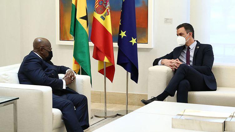 Le chef du gouvernement espagnol Pedro Sanchez recevait à Madrid le président du Ghana, Nana Akufo Addo, le 29 mars 2021. (FERNANDO CALVO / LA MONCLOA)