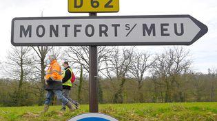 Des volontaires participent à une opération de recherche autour deMontefort-sur-Meu, le 19 février 2021. (DAMIEN MEYER / AFP)