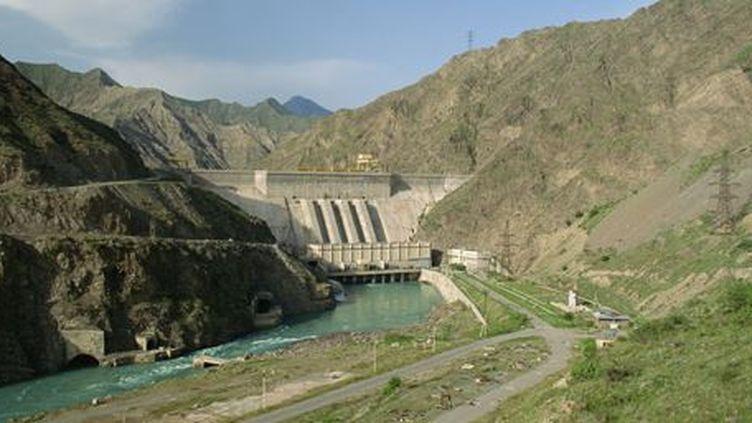 Toktogul Dam, un projet hydroélectrique sur la rivière Naryn, au Kirghizistan en février 2008. (Gavin Hellier / Robert Harding Patrimoine / robertharding)