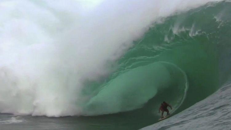 Polynésie française : la vague de Teahupoo, à Tahiti, désignée comme site d'accueil pour les JO de 2024. (FRANCE 3)