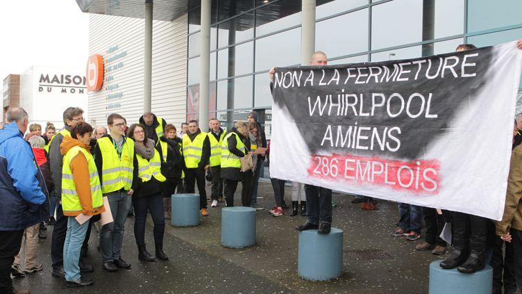 Une manifestation des salariés dewhirlpool à Amiens, le 2 février 2017. (MAXPPP)