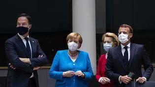 De gauche à droite : le Premier ministre des Pays-Bas Mark Rutte, la chancelière allemande Angela Merkel, la présidente de la Commission européenne Ursula Von der Leyen et le président français Emmanuel Macron, à Bruxelles, la capitale belge, le 18 juillet 2020. (FRANCISCO SECO / AFP)