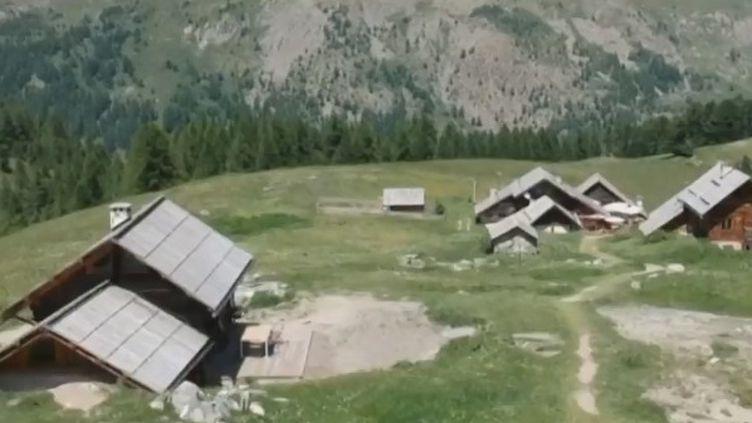 Névache (Hautes-Alpes) est un hameau d'alpage situé à plus d'une heure de marche de tout réseau électrique. (FRANCE 3)