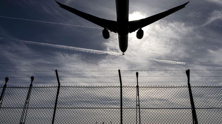 Un avion atterrità l'aéroport d'Orly, près de Paris, le 11 mai 2018. (MAXPPP)