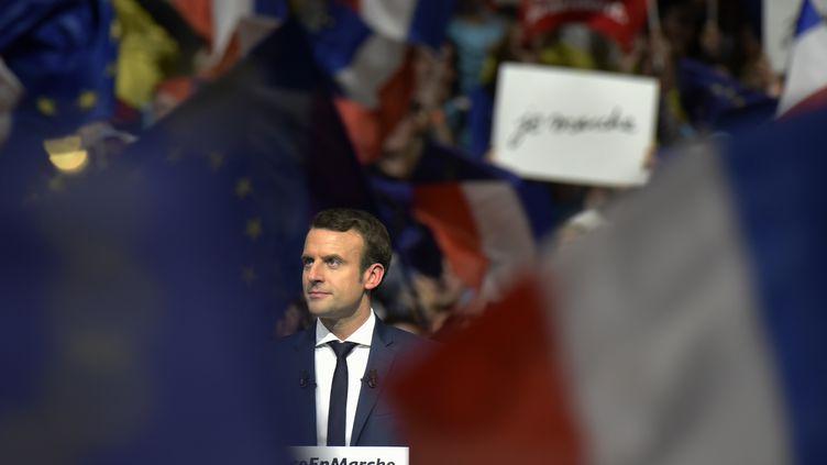 Le candidat à la présidentielle, Emmanuel Macron, lors d'un meeting à Lyon, le 4 février 2017. (JEAN-PHILIPPE KSIAZEK / AFP)