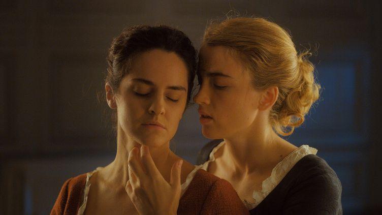 """Noémie Merlant et Adèle Haenel dans """"Portrait de la jeune fille en feu"""" de Célime Sciamma (Pyramide Films)"""