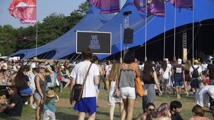Festivaliers sur la pelouse du Bois de Vincennes, à l'Est de Paris, au festival We Love Green (2 juin 2019) (SADAKA EDMOND / SIPA)