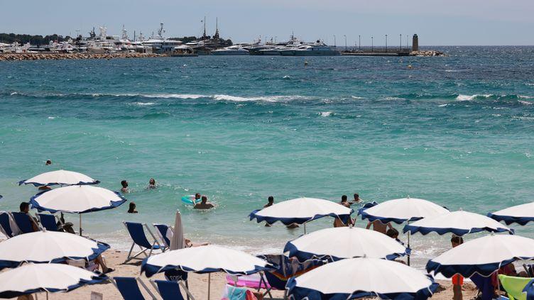 Le président d'ADN Tourisme, Christian Mourisard, observe une baisse des réservations touristiques dans les départements les plus touchés par l'épidémie. Pour l'essentiel, il s'agit de départements côtiers. (PIERRE TEYSSOT / MAXPPP)