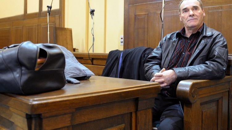 Jacques Maire lors de son troisième procès pour le meurtre de Nelly Haderer notamment, le 6 octobre 2008, à Metz (Moselle). (JEAN-CHRISTOPHE VERHAEGEN / AFP)