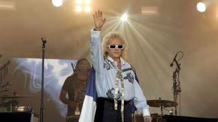 Michel Polnareff, lors d'un concert au pied de la tour Eiffel, le 14 juillet 2007. (HALEY / SIPA)