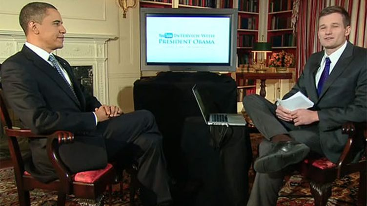 De la Maison Blanche, Barack Obama répond aux questions d'internautes sur Youtube, le 1er février 2010 (DR)