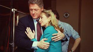 """Hillary et Bill Clinton, après leur interview dans l'émission """"60 Minutes"""", le 26 janvier 1992. (CBS PHOTO ARCHIVE / CBS)"""