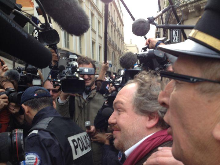 """Mathias Enard, Goncourt 2015 pour """"Boussole"""" (Actes Sud), souriant à son arrivée au restaurant Drouant  (Laurence Houot / Culturebox)"""