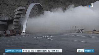La fumée qui sort du tunnel du Mont-Blancen feu en 1999 (France 3)