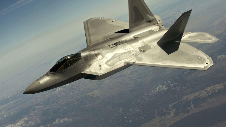 Un avion de chasse furtif américainF-22 Raptor lors d'un vol test au-dessus du Nevada, aux Etats-Unis, le 13 mars 2012. ( REUTERS)