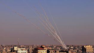 Des tirs de roquettes depuis la bande de Gaza en direction d'Israël, le 12 mai 2021. (SAID KHATIB / AFP)