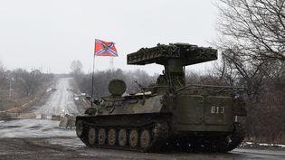 Un lanceur de missiles appartenant aux séparatistes pro-Russes, le 9 février 2015, dans l'est de l'Ukraine. (DOMINIQUE FAGET / AFP)