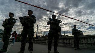 Des militaires devant la préfecture de police de Paris, le 3 octobre 2019. (JAIR CABRERA TORRES / DPA / AFP)