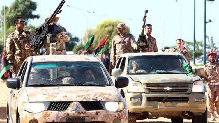 Parade d'un bataillon de la nouvelle armée libyenne, le 23 mai 2013, à Tripoli (AFP/ Mahmud Turkia)