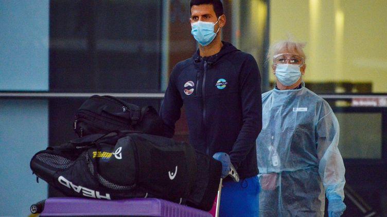 Le numéro 1 mondial, Novak Djokovic à son arrivée en Australie, à Adelaide, le 14 janvier 2021. (BRENTON EDWARDS / AFP)