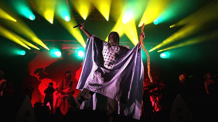 Tiken Jah Fakoly, en concert au festival Rencontre et Racine, le 29 juin 2019. (LIONEL VADAM  / MAXPPP)