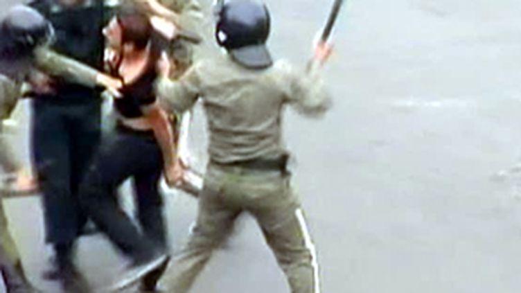 Les forces de l'ordre répriment les manifestations pro-Moussavi le 13 juin 2009 (archives) (© F2)