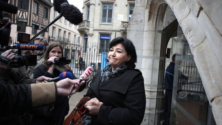 21 mai 2013 devant le Palais de justice de Rouen (Seine-Maritime),Anna Castaldo, mère d'Alexandre, tué à 17 ans en 2012 (CHARLY TRIBALLEAU / AFP)