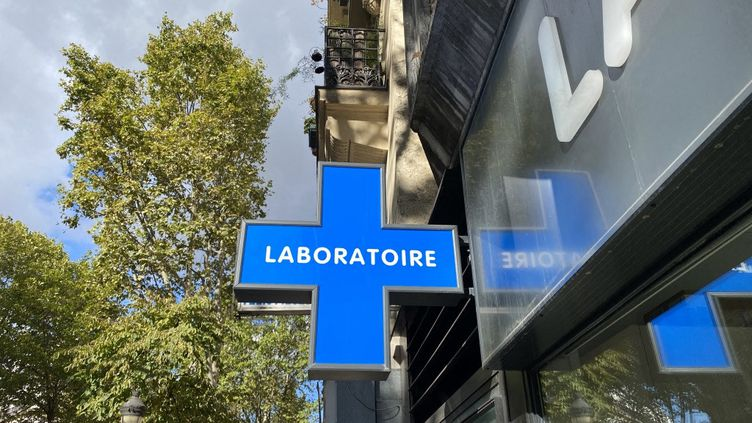 Un laboratoire d'analyse médicale à Paris, en octobre 2020.  (ROMAIN AMBRO / FRANCE-BLEU NATIONAL)