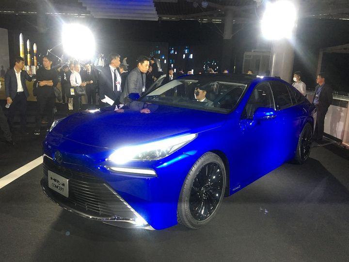 La Toyota Mirai 2020, alimentée par une pile à combustible, son moteur électrique offrirait une autonomie supérieure à 600km. (SERGE MARTIN FRANCE INFO)