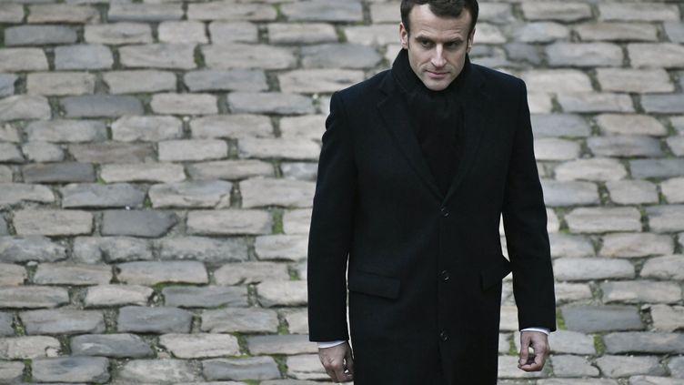 Le chef de l'Etat, Emmanuel Macron, lors d'une cérémonie militaire aux Invalides, à Paris, le 26 novembre 2018. (STEPHANE DE SAKUTIN / AFP)
