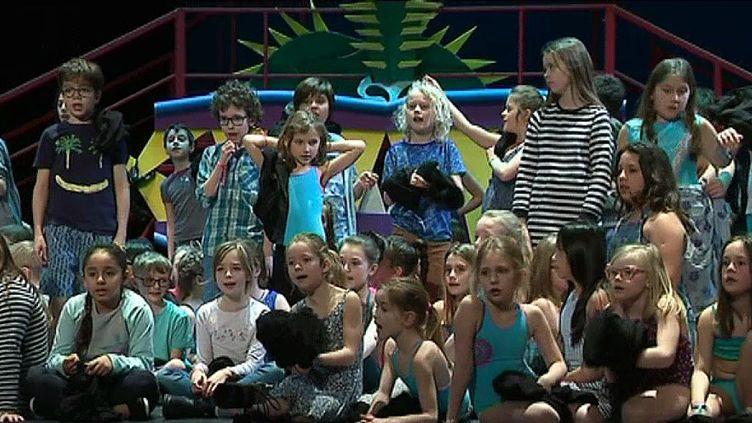 La légende du roi Dragon interprétée par plus de 200 enfants  (France télévisions/culturebox )