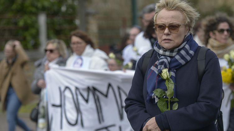 Muriel Robin lors d'une marche blanche pourJulie Douib, 30e victime de féminicide en 2019 en France, le 9 mars 2019. (LUCAS BARIOULET / AFP)