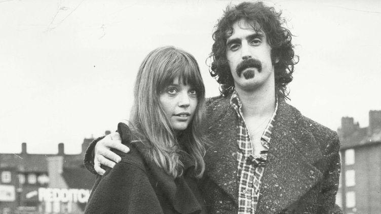 Gail avec son mari Frank Zappa en 1972.  (ANL/REX Shutterstock/SIPA)