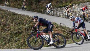Richard Carapaz (Ineos-Grenadiers) en pleine descente, lors du Tour de Catalogne le 22 mars 2021. (XAVIER BONILLA / NURPHOTO)