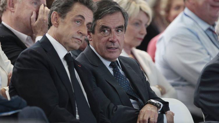Nicolas Sarkozy et François Fillon au congrès fondateur des Républicains à Paris, le 30 mai 2015. (CHARLY TRIBALLEAU / AFP)