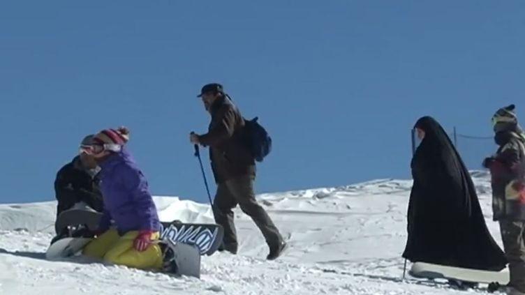 Dans une station de ski huppée, prèsde Téhéran, le 20 janvier 2014. ( FRANCE 2)