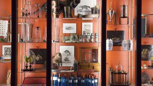 Vitrine dans le musée du parfum Fragonard à Paris, avril 2019 (MUSEE DU PARFUM FRAGONARD)