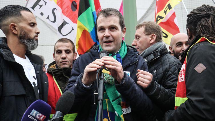 Benoît Teste, secrétaire général de la FSU, lors d'une manifestation contre la réforme des retraites, le 13 janvier 2020 à Vitry-sur-Seine. (LUDOVIC MARIN / AFP)