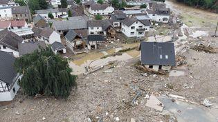 Le village de Schuld, enRhénanie-Palatinat (Allemagne), a été ravagé par les inondations, le 15 juillet 2021. Au moins six maisons ont été détruites par les torrents d'eau qui se sont abattus. (BORIS ROESSLER / DPA / AFP)