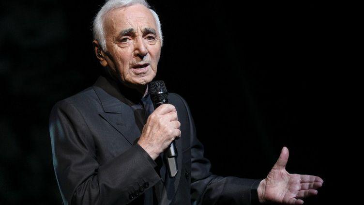 Charles Aznavour lors d'un concert à l'Olympia, à Paris, le 7 septembre 2011. (PIERRE VERDY / AFP)