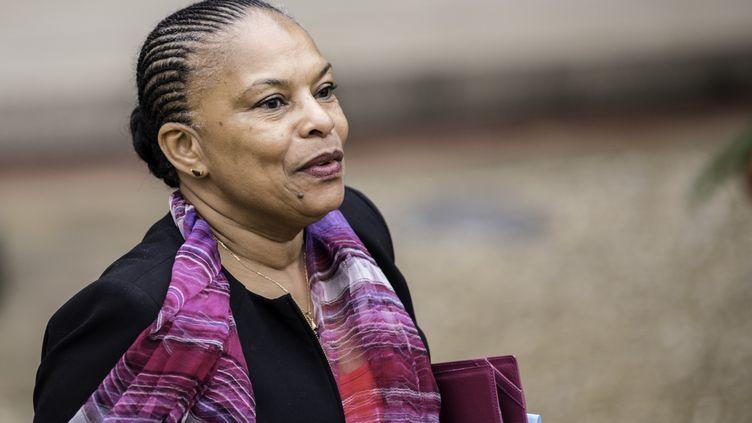 La ministre de la Justice, Christiane Taubira, à la sortie du Conseil des ministres à l'Elysée, le 16 décembre 2015. (YANN KORBI / AFP)
