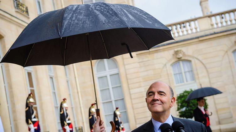 Le ministre de l'Economie, Pierre Moscovici, dans la cour de l'Elysée, le 8 novembre 2013. (MAXPPP)