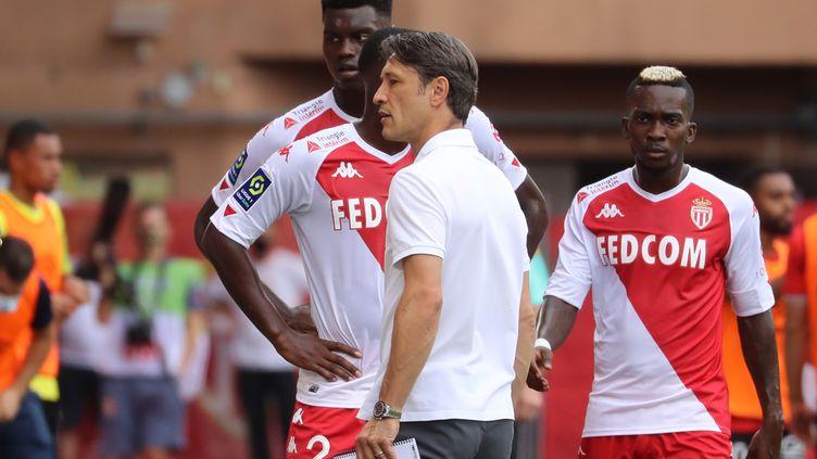L'entraîneur de l'AS Monaco Niko Kovac avec ses joueurs (VALERY HACHE / AFP)