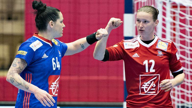 Amandine Leynaud et Alexandra Lacrabère, deux fers de lance de l'équipe de France (HENNING BAGGER / RITZAU SCANPIX)